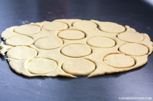 Roll the dough between your palms into ball, then roll it out with a rolling pin to a thickness of 5-6 mm. Using a glass or cookie cutter measuring about 8 cm in diameter, cut out as many circles as possible. Gather any leftover dough and repeat the process.